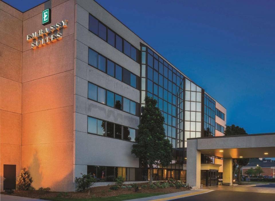 Embassy Suites Milwaukee Brookfield